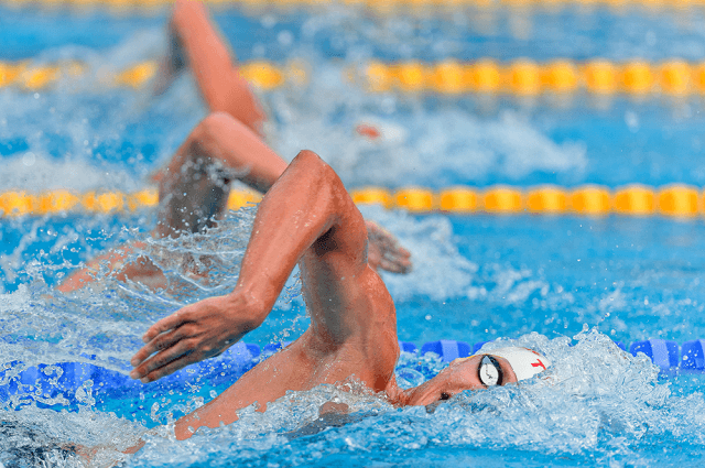 Swim Faster by Freaking Out Less—6 Tips for Keeping Your Cool