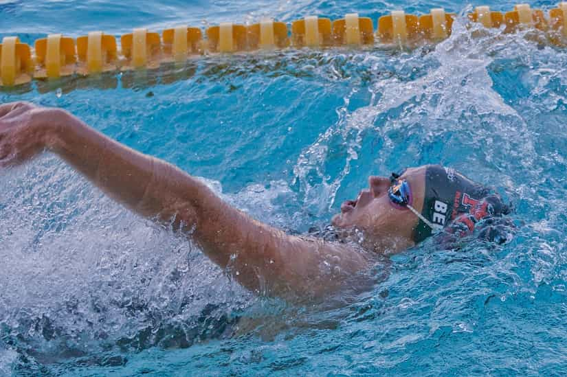 How to Prevent Muscle Cramps While Swimming