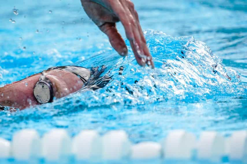 3 Swimming Workouts for Beginners